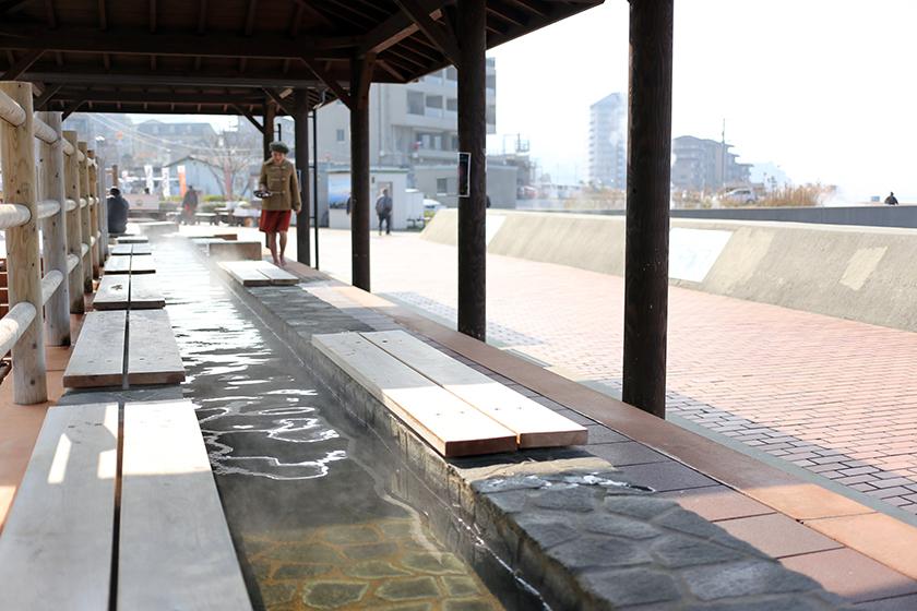 日本一長い足湯。こちらも無料