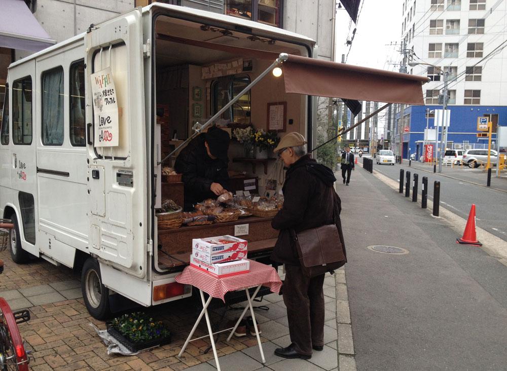 「美味しいアップルパイ、買いにいこう」と。結局、森光さんが珈琲を淹れているところの写真は一枚もなく。